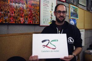Samuel Ferrando amb el logo dels 25 anys